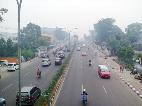 terlihat jalanan Palembang yang diselimuti kabut Foto: Razi