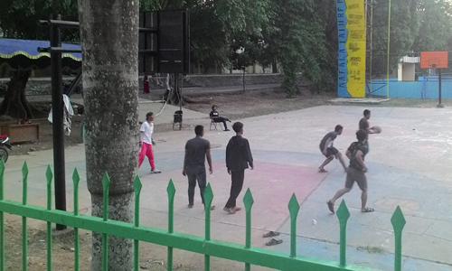 nampak perlombaan basket sedang berlangsung di lapangan UIN raden Fatah Palembang
