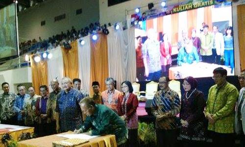 suasana penandatangan Memorandum of Understanding (MoU)  Pemerintah Sumatera Selatan dengan Rektor Universitas Islam Negeri Raden Fatah Palembang, pada Sabtu (22/08/15) di PSCC.