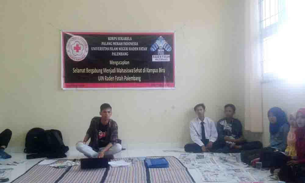 Foto : Lusi. Suasana UKM Korps Suka Rela (KSR) yang sednag melakukan rapat intern UKM untuk merancang agenda-agenda  KSR UIN Raden Fatah Palembang kedepannya. Senin (8/9/15).