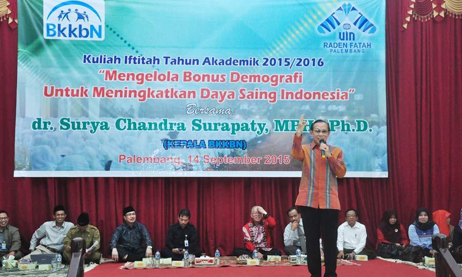 Foto : Agung Kepala BkkbN Surya Chandra Surapaty sedang menyampaikan materi yang menyinggung mengenai karakter bangsa yang dibutuhkan pada kuliah iftitah UIN Raden Fatah Palembang. bertempat di Akademik Center., Senin (14/9/15).