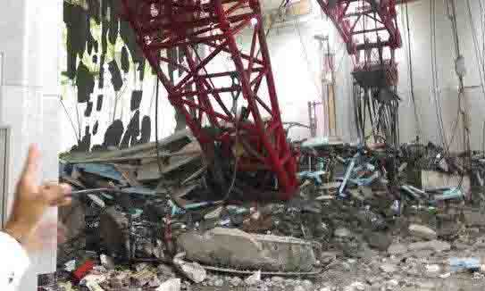 Foto : Net Keadaan di Mekkah saat terjadinya tragedi alat berat proyek (crane) terjatuh.