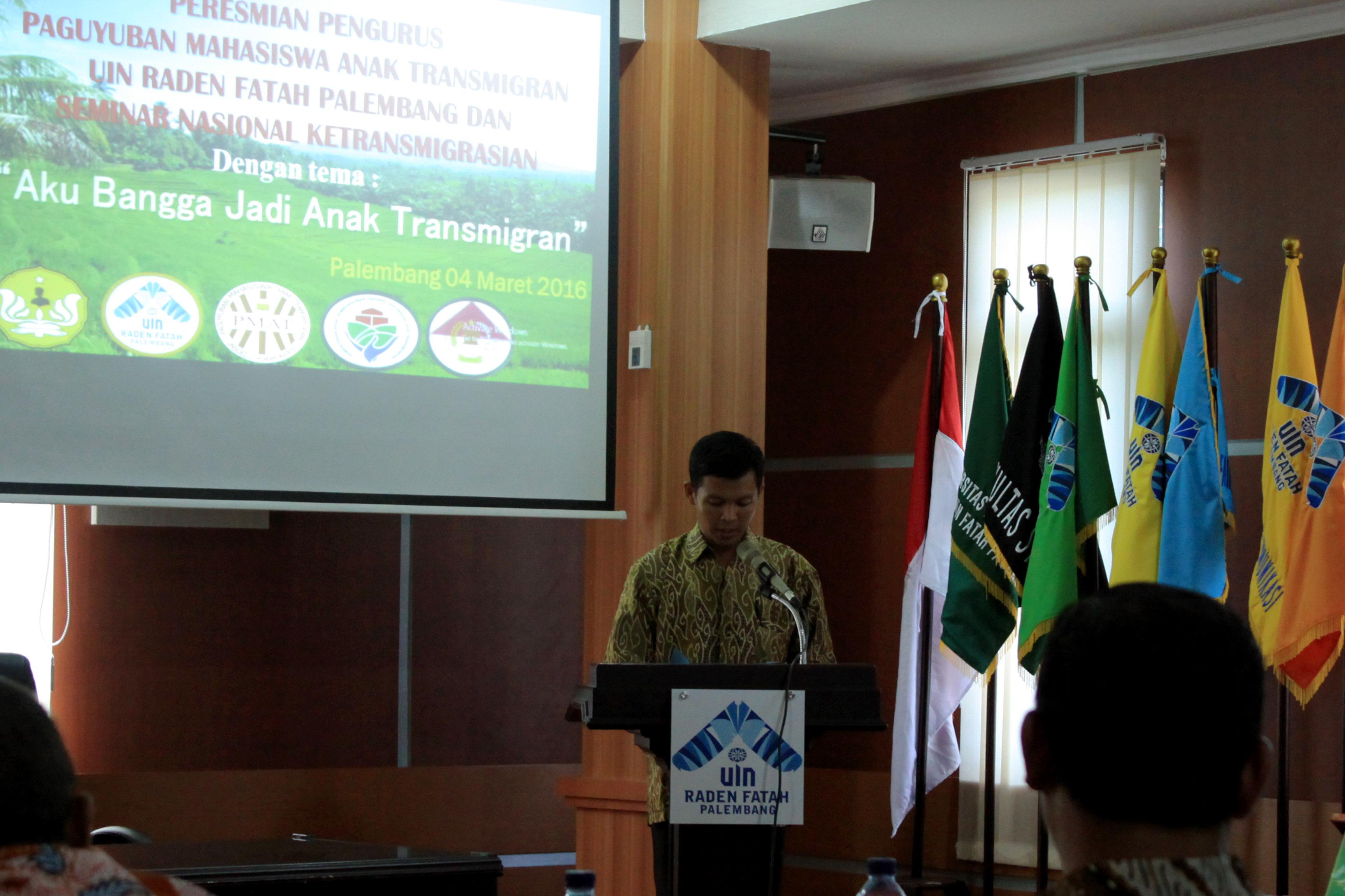 SAMBUTAN - Salah satu perwakilan anggota PMAT menberikan sambutan dalam rangkaian acara yang digelar di Gedung Rektorat UIN Raden Fatah Palembang, Jumat (04/03/2016).  Abay/ukhuwahnews.com