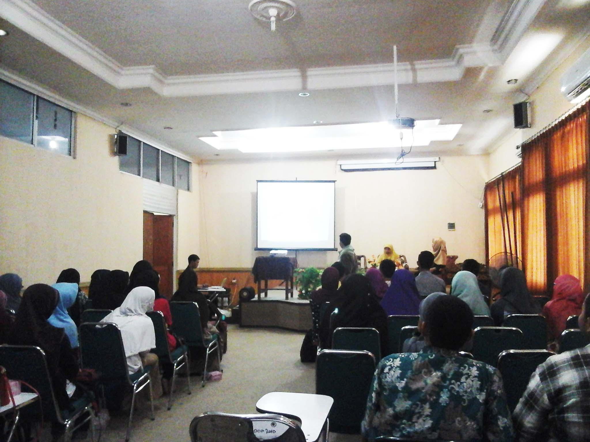 SEMINAR - Suasana seminar Satu Menit Menjadi Penulis dan BEdah Buku TIMJC di Aula Fakultas Syariah dan Hukum, Minggu (28/2/2016).
