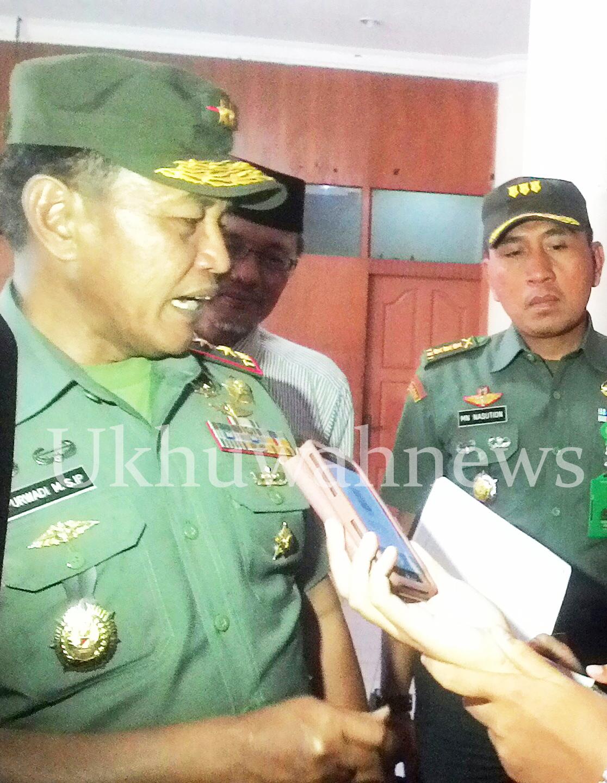 Mayor Jenderal (Mayjen) Puwardi Mukson, S.I.P, sedang diwawancarai mengenai Peran Pemuda dalam Proxy War, dalam acara Forum Mahasiswa Ushuluddin se-Indonesia, bertempat di Gedung Academic Center UIN Raden Fatah Palembang. Rabu (6/4/16).