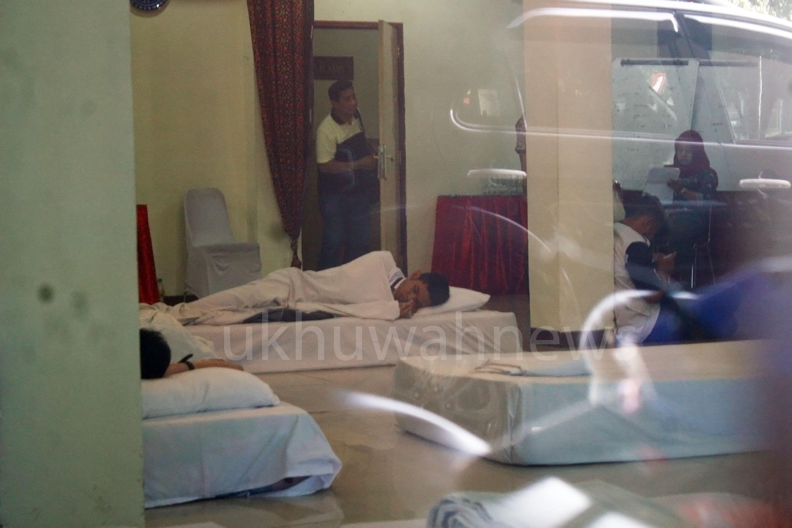Siswa peserta Olimpiade Sains Nasional (OSN) sedang beristirahat pasca keracunan makanan, di Hotel Grand Duta Palembang, Pada Selasa (17/05/16).Foto:Obi/Ukhuwahnews.com