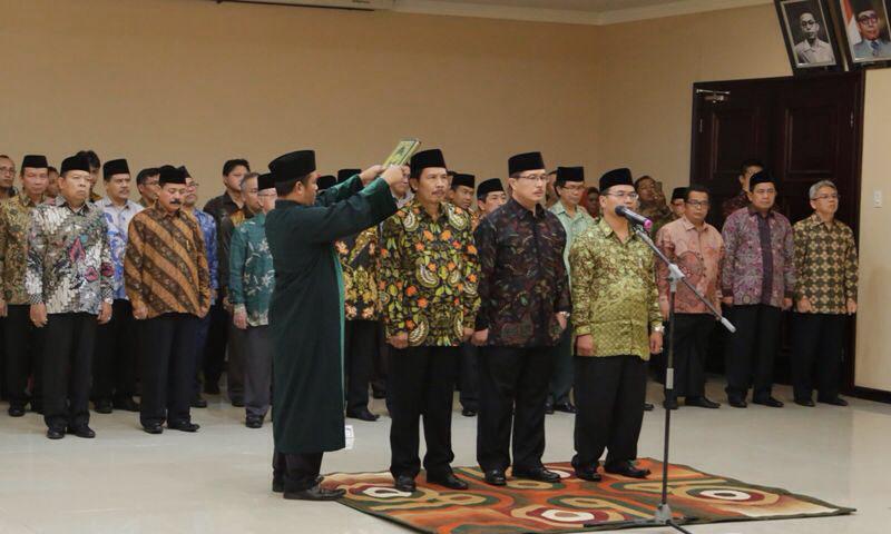 Pelantikan tiga pimpinan Perguruan Tinggi Keagamaan Negeri (PTKN), salah satunya Rektor UIN Raden Fatah Palembang, Prof. Dr. H. Muhammad Sirozi, Ph.D.  masa jabatan Tahun 2016-2020. di operation room Kantor Kementerian Agama Jalan Lapangan Banteng Barat 3-4, Jakarta, Kamis (12/5).