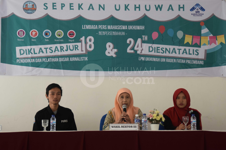 Sambutan- Wakil Rektor III Universitas Islam Negeri Raden Fatah (UIN RF) Palembang sedang memberikan sambutan sekaligus secara resmi membuka pelaksanaan kegiatan Sepekan Ukhuwah Lembaga Pers Mahasiswa (LPM) Ukhuwah UIN RF. Bertempat di Aula Pasca Sarjana UIN RF, Sabtu (17/9/2016). Ukhuwahnews/Nopri