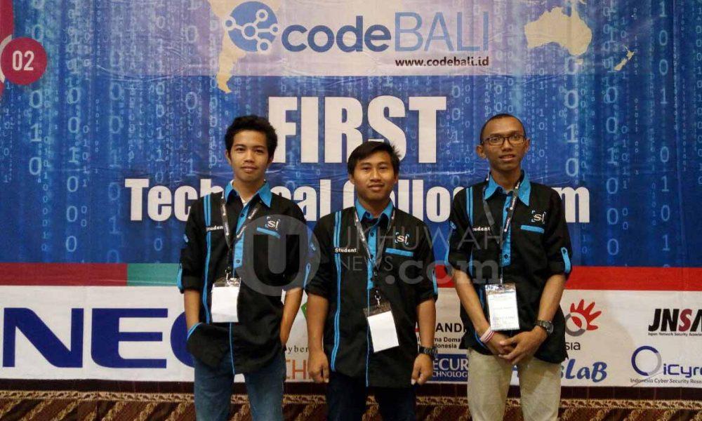 Raden Fatah Cyber Moslem - Tiga mahasiswa Universitas Islam Negeri Raden Fatah (UIN RF) Palembang yang mewakili Sumatera khususnya kota Palembang dalam Lomba Hacker Cyber Jawara di Bali Selasa, (27/09/2016). Doc. Pribadi