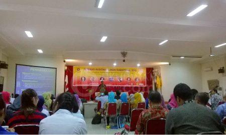 Pemaparan Materi - Seminar Nasional Lahan Suboptimal 2016 yang diselenggarakan oleh pusat Unggulan Riset Pengembangan Lahan Suboptimal (PU-PLSO) Universitas Sriwijaya (UNSRI). Ukhuwahnews/Ellyvon Pranita