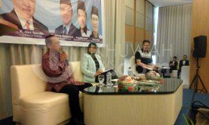 Kamar Dagang dan Industri (Kadin) Pusat, Handali Mobil saat menjadi pembicara pada seminar peluang bisnis oleh Himpunan Pengusaha Korps Alumni HMI (Hipka) Sumsel pada, Sabtu (26/11/2016) di Hotel Santika Palembang. Foto/Obi.