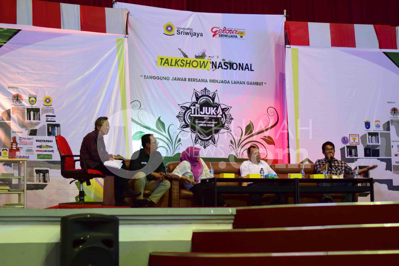 "Suasana Talkshow Nasional dengan Tema ""Tanggung Jawab Bersama Menjaga Lahan Gambut"" yang menghadirkan pakar-pakar mengenai pengelolaan lahan gambut bertempat di Gedung Auditorium Universitas Sriwijaya Palembang, (21/11/2016)."