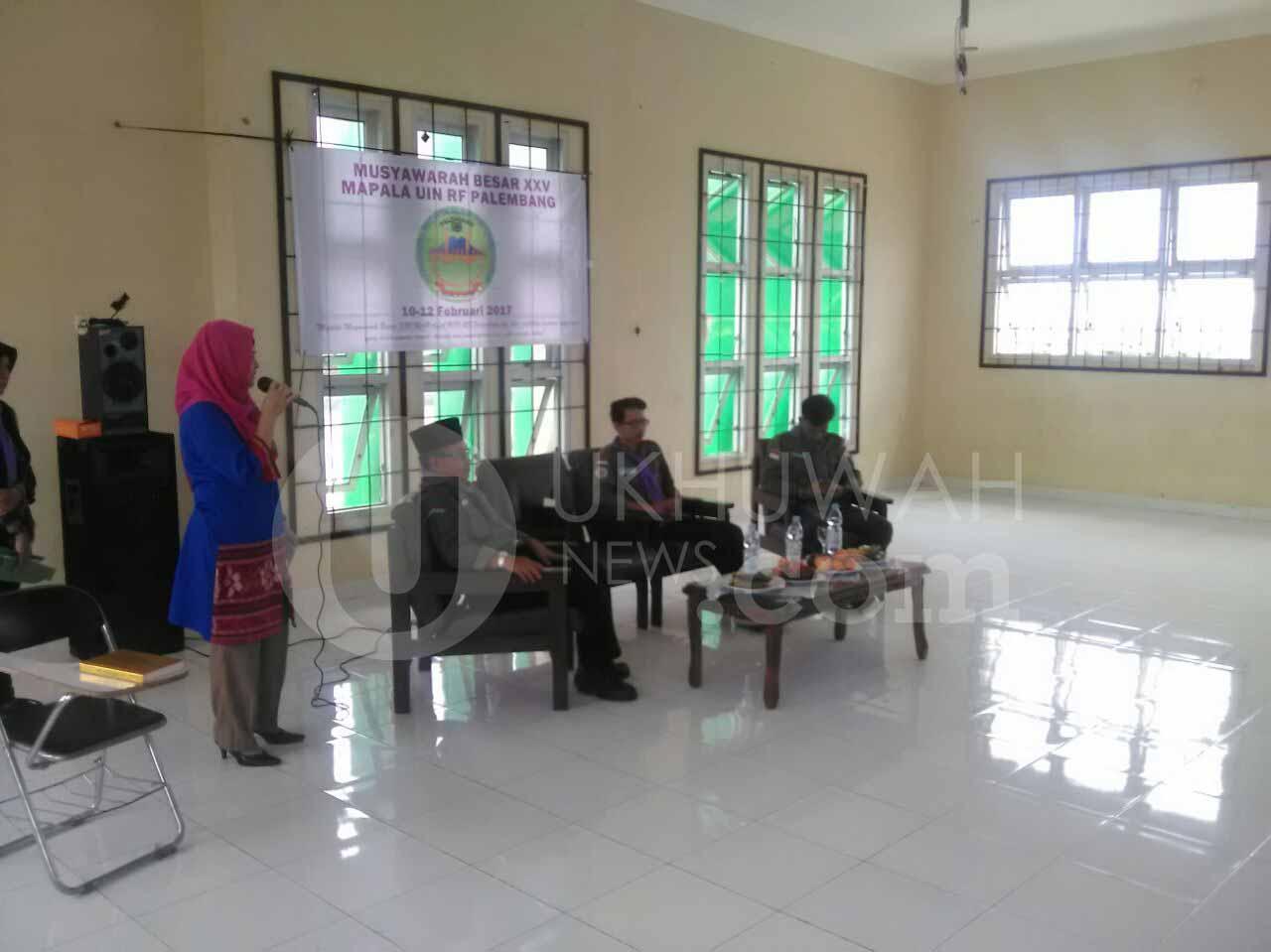 Kata sambutan yang disampaikan Nilawati, S.Ag, M.Hum, mewakili Wakil Rektor III dalam acara membukaan Mubes Mapala ke XXV di Gedung Student Center UIN RF (10/02/17).