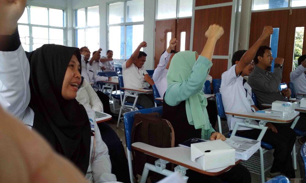 Sejumlah Dosen UIN RF hadir dalam Workshop Penyusunan SOP di Aula Lantai 4 FST UIN RF Palembang, Kamis (24/5/2018). Doc/Humas FST