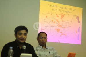 Perwakilan dari ESDM Sumsel memaparkan data mengenai kawasan yang mendapat Izin Usaha Pertambangan (IUP) di Sunatera Selatan