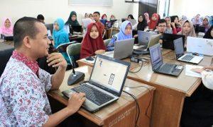 Suasana kegiatan Pelatihan Macromedia Flash 8 bagi para Calon Guru dan Dosen Program studi Pendidikan Matematika Fakultas Ilmu Tarbiyah dan Keguruan (FITK) Universitas Islam Negeri Raden Fatah (UIN RF) di di Ruang seminar Lantai 4 FITK UIN RF Palembang, Kamis (24/5/2018). Doc/Humas UIN RF