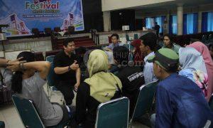 Sekjen AJI Indonesia Revolusi Riza menjadi pemateri dalam diskusi pers mahasiswa Se-Sumatera di gedung Academic Centre UIN Raden Fatah Palembang, (7/5/2018). Ukhuwahfoto/Amin Q.F.