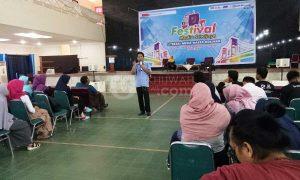 Suwarjono perwakilan dari suara.com memberikan materi saat pelaksanaan festival sriwijaya di gedung Academic Centre UIN Raden Fatah Palembang, (8/5/2018). Doc Ukhuwah