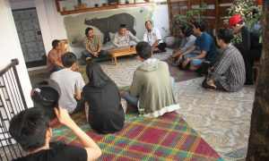 Suasana acara diskusi dan buka bersama Mongabay Indonesia di Plaju Ulu, Palembang (7/6/2018), Ukhuwahfoto/Nopri Ismi