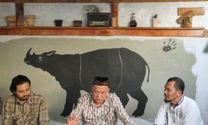 Dr. Najib Asmani selaku Staff Khusus Gubernur Sumsel bidang Perubahan Iklim saat menjadi narasumber di acara diskusi dan buka bersama Mongabay di Plaju Ulu, Palembang (7/6/2018), Ukhuwahfoto/Nopri Ismi