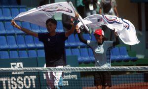 Petenis Chinese Taipei Kaiwen Yu (kiri) dan Kaiwen Yu (kanan) melakukan selebrasi seusai mengalahkan petenis Korea Selatan Mun Hyegyeoung dan Kim Kisung pada final Soft Tennis Asian Games 2018 di arena Tennis JSC Palembang, Sumatera Selatan, Kamis (30/8/2018). Chinese Taipei berhasil menang atas Korea Selatan dengan skor 5-2. Ukhuwahfoto/Sobarudin