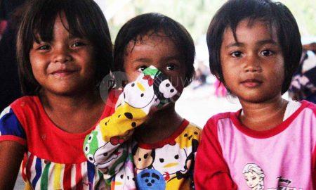 Sejumlah anak beraktifitas di kawasan bawah jembatan Ampera Kota Palembang, (20/9/2018). Pasar 16 sudah berfungsi selama 197 tahun, terhitung sejak 1821-2018. Ukhuwahfoto/Kenedy