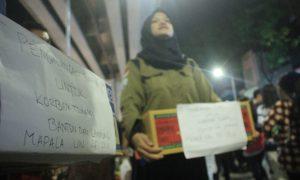Sejumlah anggota UKMK UIN RF menggalang dana dikawasan Pedestrian Sudirman Palembang, (29/12/2018). Ukhuwahfoto/Nopri Ismi