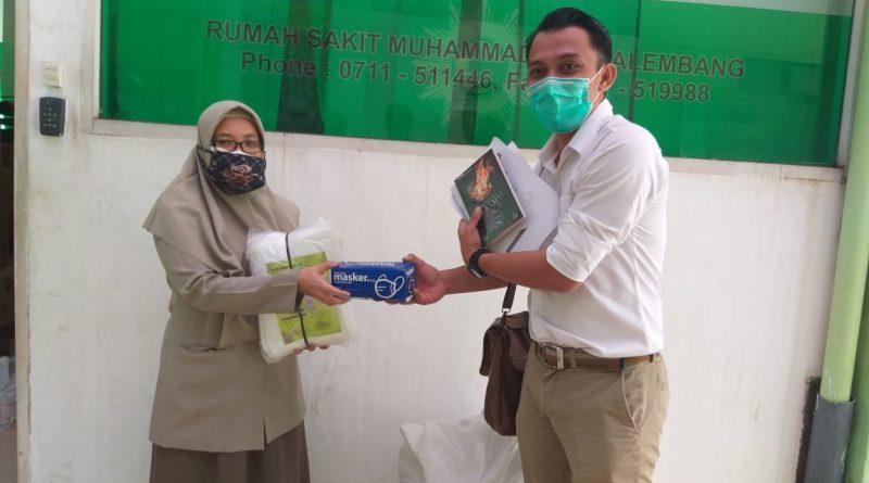 Peduli Corona: AJI Palembang Salurkan 72 Hazmat ke RS Muhammadiyah Palembang