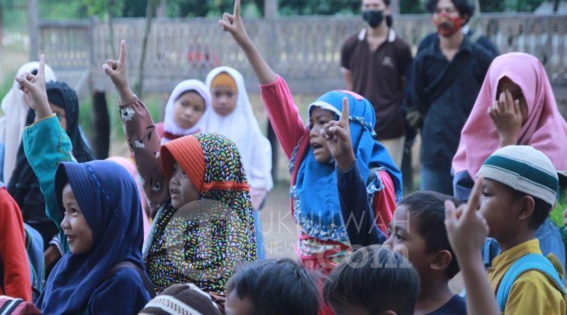 Sekolah di Tengah TPA, Mahasiswa di Palembang Turut Jadi Volunteer